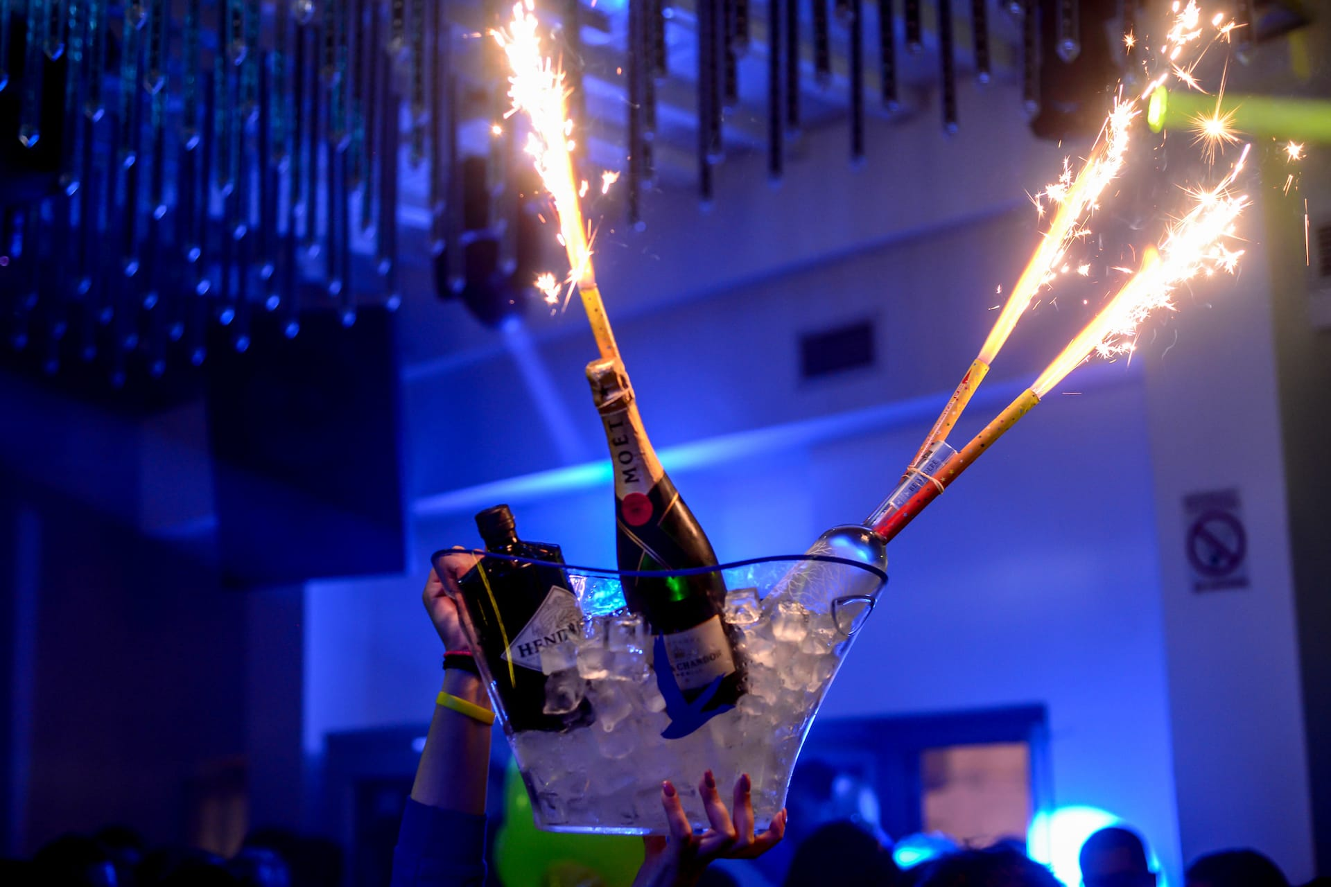 Skandinavian Bar & Disco Bottle service in Mykonos